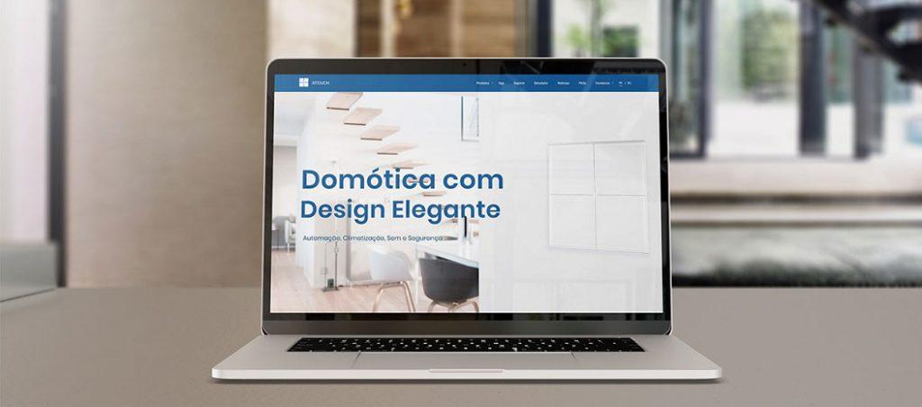 Atouch lança novo website