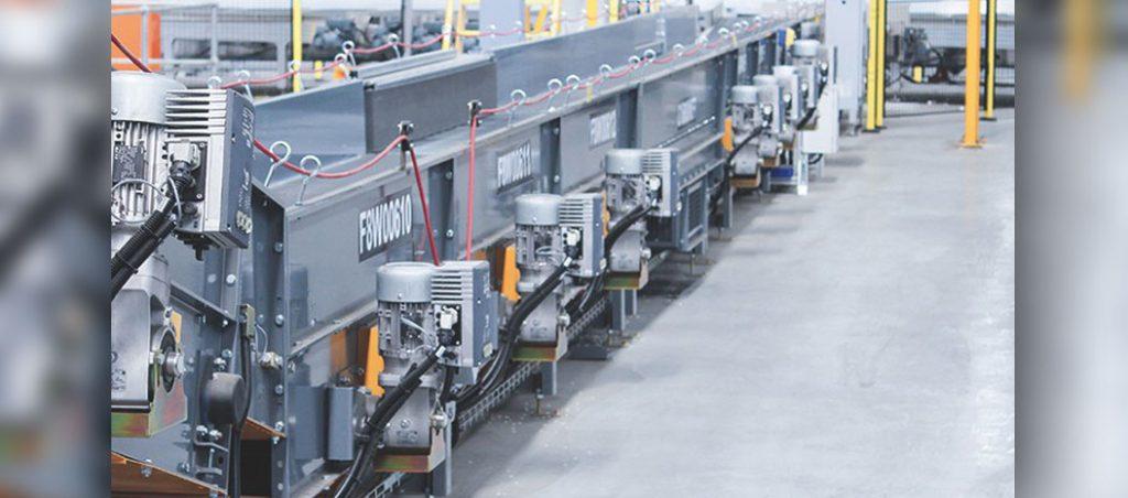 Redutores helicoidais NORDBLOC.1 de 2 estágios usados em centro de distribuição